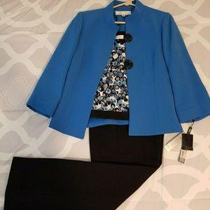 NWT Tahari 3 piece suit. Size 6.